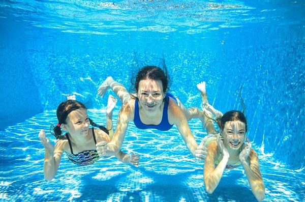 Chọn kiểu bơi mình thích sẽ giúp bạn cảm thấy hứng thú hơn khi học bơi
