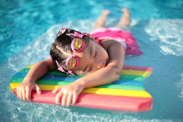 Phao bơi là dụng cụ hỗ trợ tập bơi hiệu quả