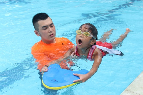 dạy bơi ếch