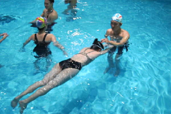 lớp học bơi cho người lớn