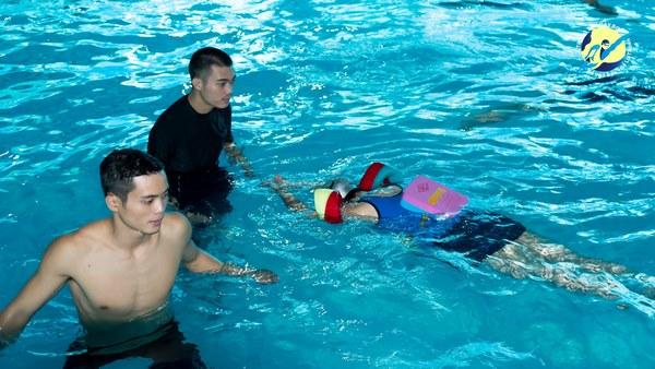 trung tâm dạy bơi Hà Nội