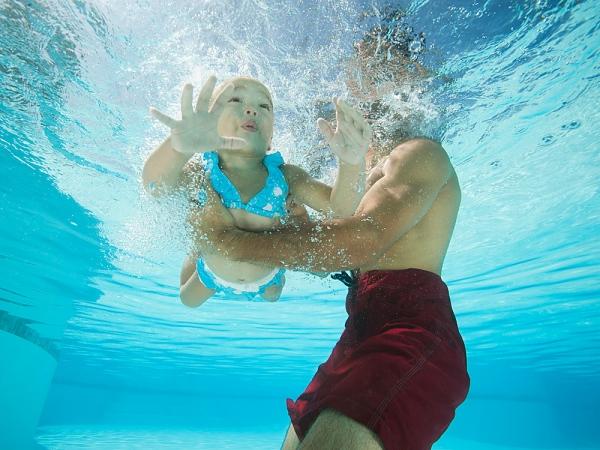 Dạy trẻ học bơi siêu đơn giản