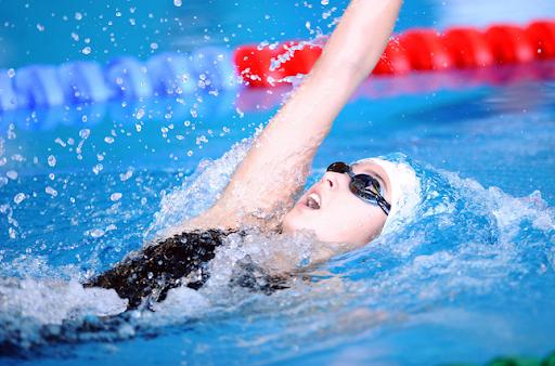 Bơi ngửa có tác dụng gì ?