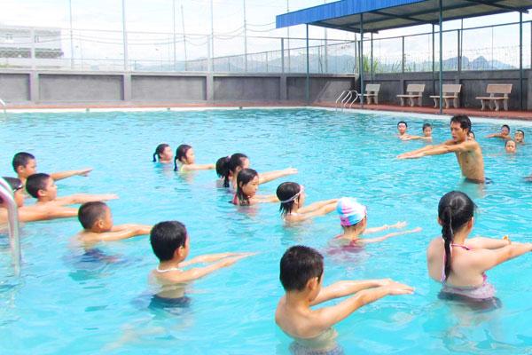 Dạy bơi sải cho trẻ em